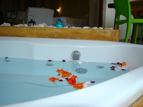 Spa Bath, Mulberry Lane Suites, Africa Silks Farm